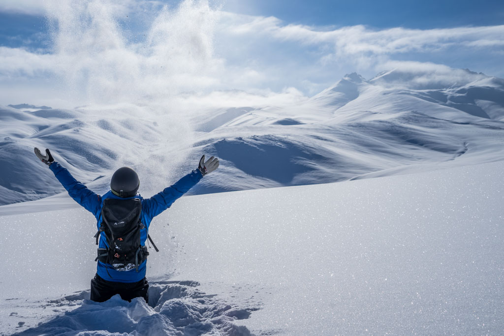 Suusamyr_skiing_Suuslodge_Kyrgyzstan_fouropeneyes